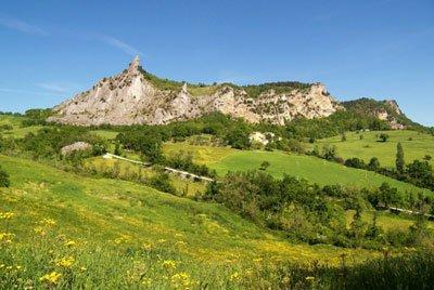 Montefeltro - Paesaggio montelfetrino presso San Leo by Luca Bellincioni