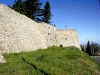 Montescudo - le mura