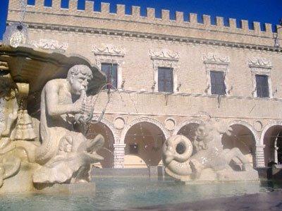 Pesaro - Fontana in Piazza del Popolo