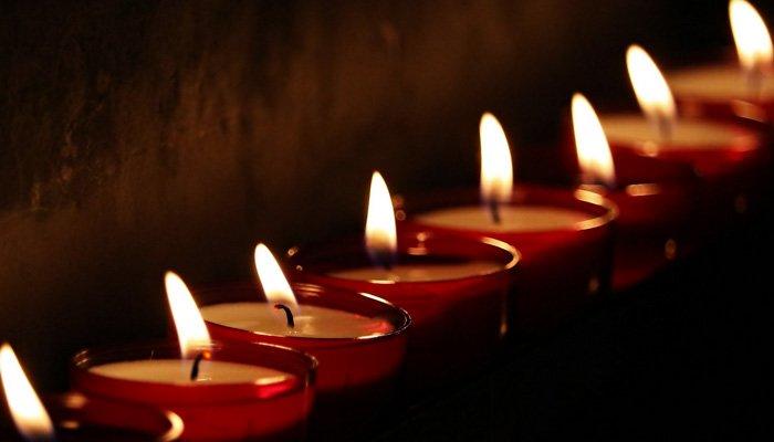 Nella foto: fila di candele - Candele a Candelara 2017