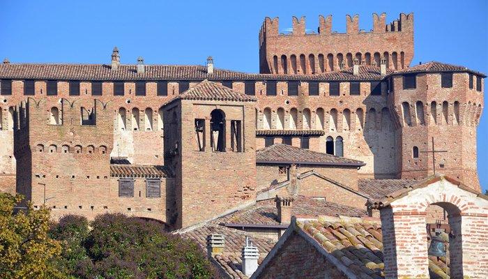 Foto di un parte del Castello di Gradara - Castello di Natale a Gradara